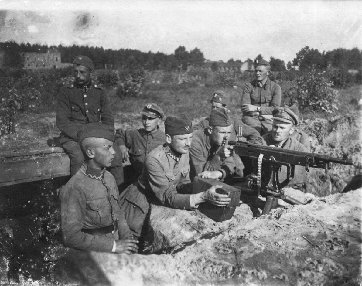 Colt Model 1895 - pierwszy w historii skuteczny karabin maszynowy. Na zdjęciu polscy żołnierze podczas bitwy warszawskiej