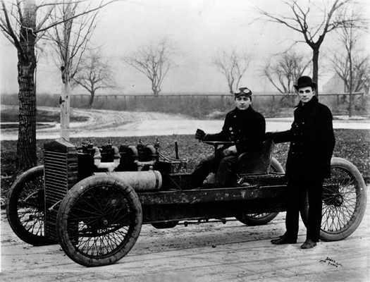 Henry Ford i Barney Oldfield (za kierownicą)- Ford 999, rok 1902