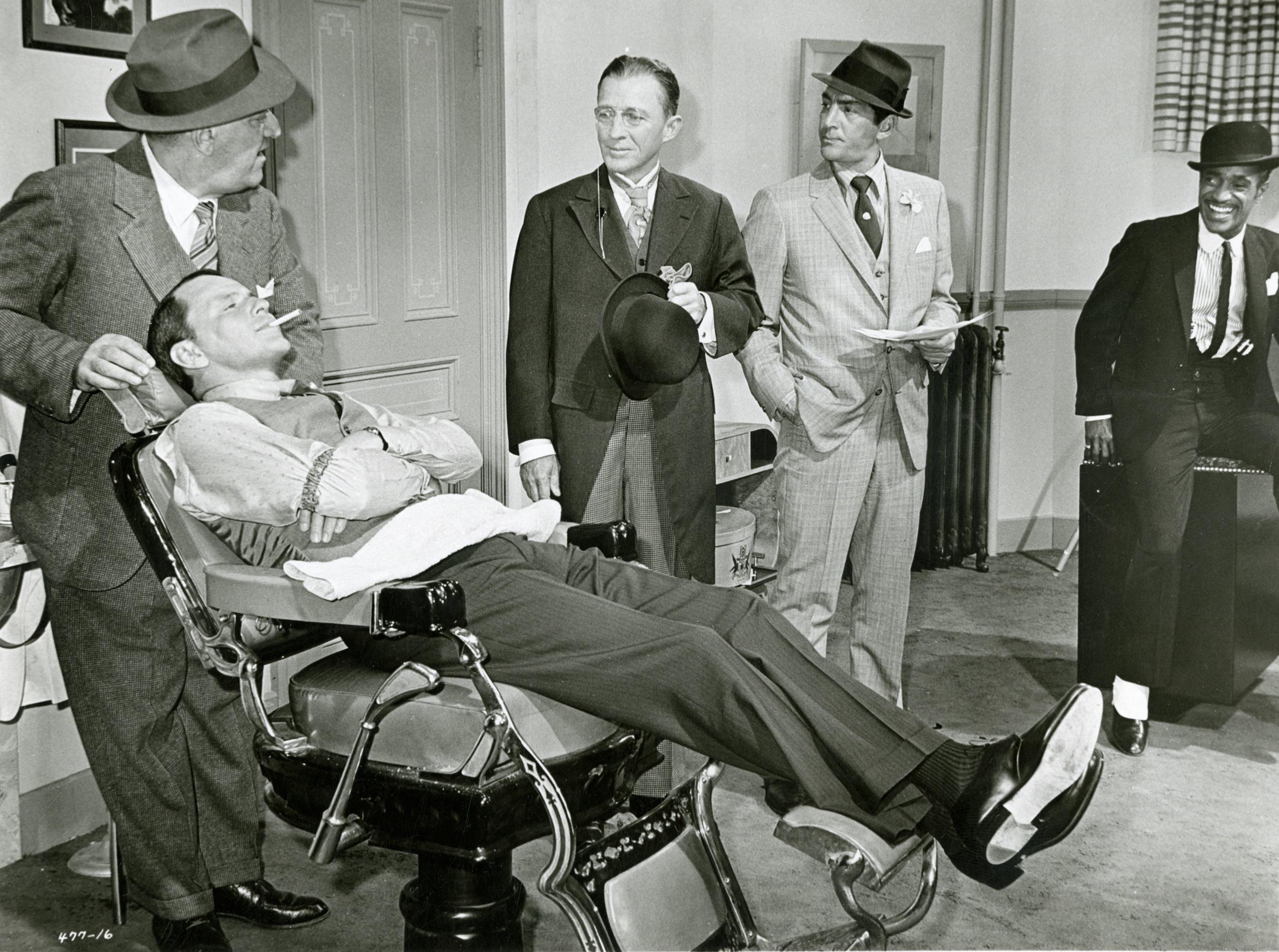 """Bing Crosby, singer, vocal, piosenkarz, historia muzyki, radio, telewizja, white christmas, swing, jazz, amerykańskie standardy, legenda, Frank Sinatra, Dean Martin, Sammy Davis Jr. film """"Robin i 7 gangsterów"""""""