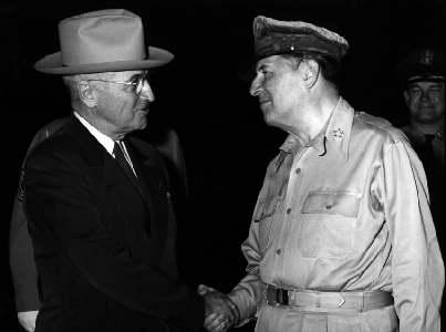 Generał Douglas MacArthur i Prezydent Truman