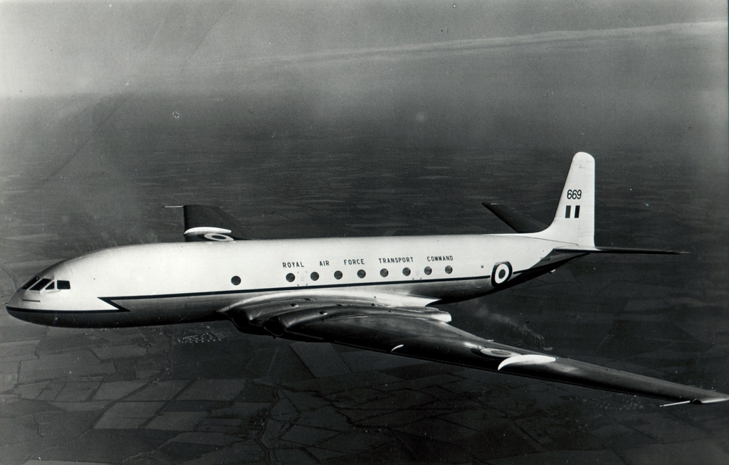De Havilland Comet - podróż w wielkim stylu by LONG STORY SHORT