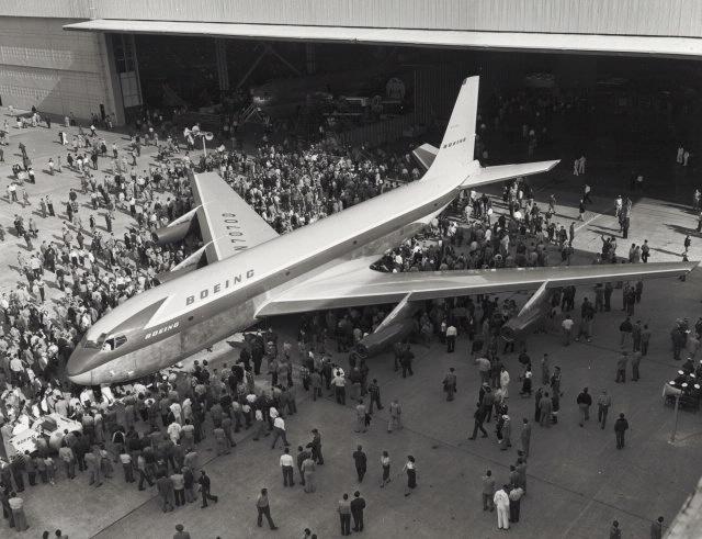 Boeing 367-80 - podróż w wielkim stylu by LONG STORY SHORT