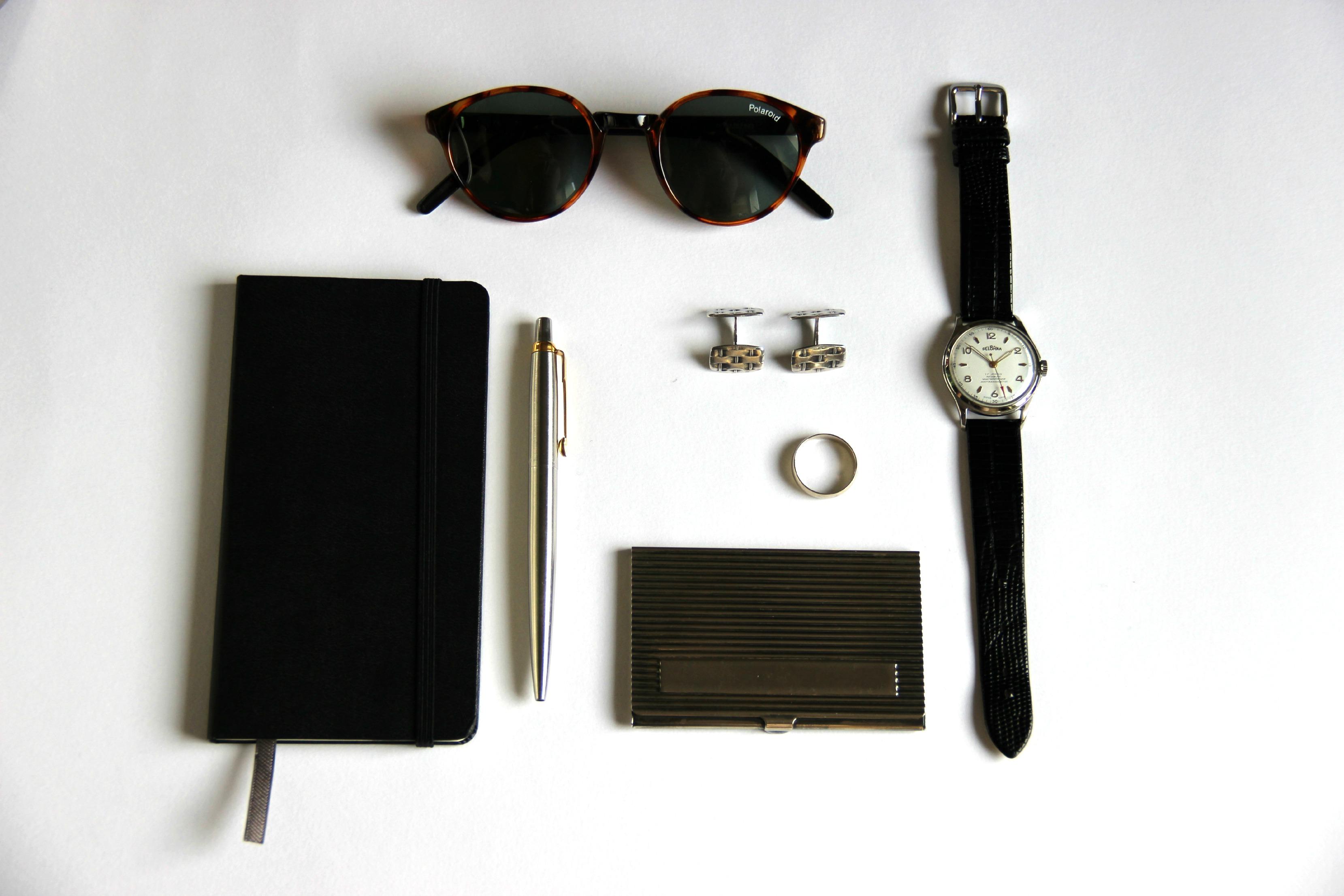 akcesoria biżuteria dodatki elegancja lifestyle moda moda męska okulary oprawki spinki do mankietów styl zegarek essentials